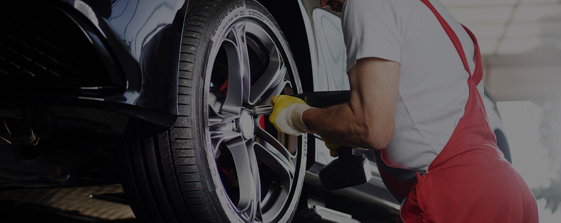 Mechanic Fitting Tyre